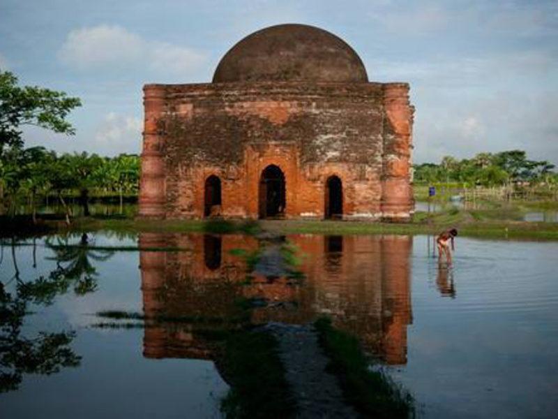 In viaggio col Papa: alla scoperta di Dacca e del Bangladesh, cenni storico-letterari