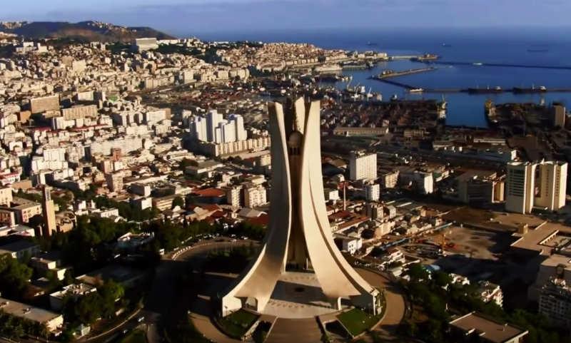 algeria maghreb tre romanzi particolari che racocntano la quotidianità delle giovani generazioni dell'Algeria ocntemporanea un apese in una delicata fase politica alle prese con un'inaspettata mobilitzione contro la ricandidatura del Presidente Bouteflika in carica da 20 anni