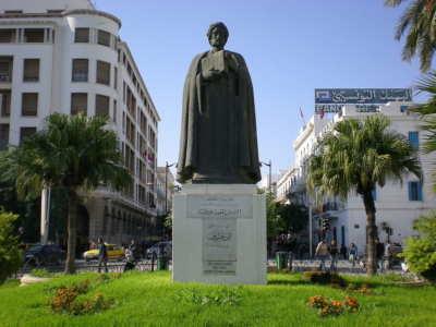 ibn Khaldun storia sociologia, muqaddima, statua a tunisi